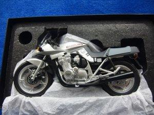 画像1: スズキ 1/121ダイキャストスケールモデル GSX1000Sカタナ